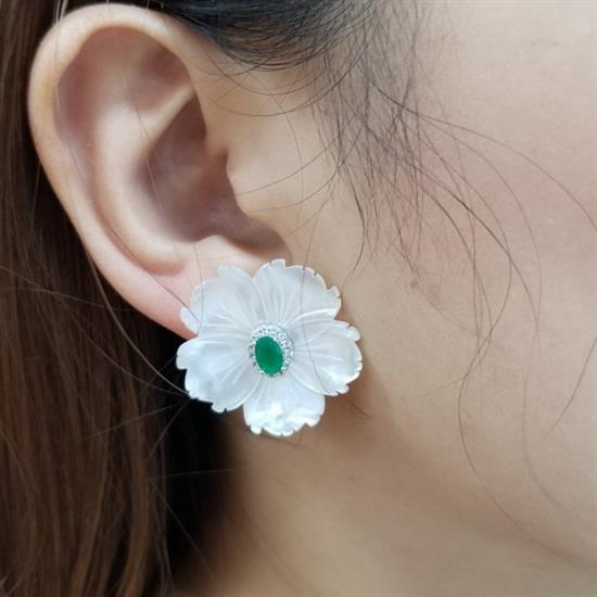 Elegant Sterling Silver Mother of Pearl Flower Earring