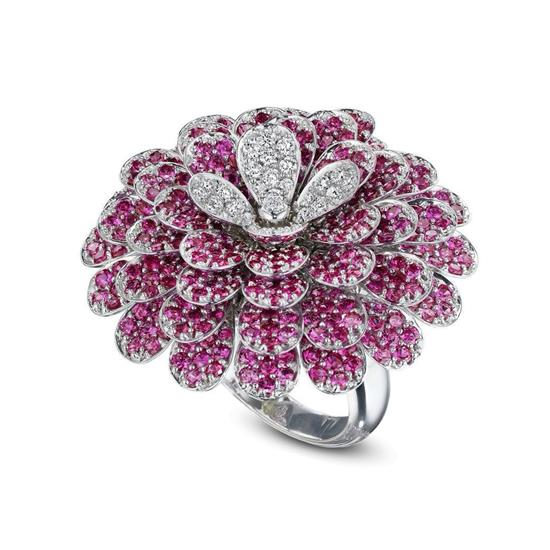 18k white gold rubi flower shaped ring