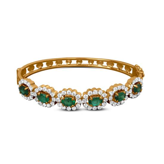 Trendy Diamond Bracelet In 18K Yellow Gold With Emerald
